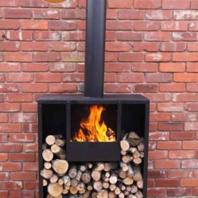 Eeron outdoor fireplace with fire
